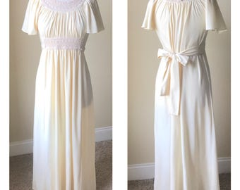 Ivory / off-white 1970s grecian / goddess maxi dress. Fits a women's US size Small/Medium 4/6/8
