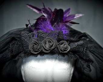 Gothic Scleier, 2 lagig mit Rosen und lila Federn / big veil with roses and purple feathers