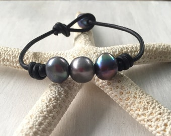 Leather pearl bracelet, freshwater pearl jewelry, gift for her, pearl bracelet, leather and pearls, pearls on leather