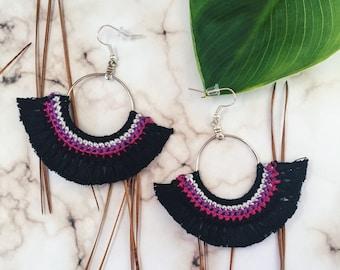 Boho stye tassel earrings.