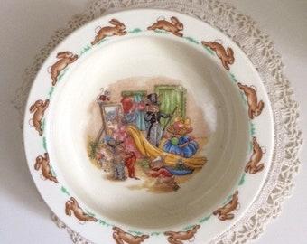 "Royal Doulton Bunnykins baby feeding dish ""Dressing Up"""
