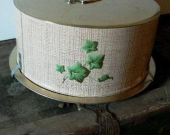 vintage tinware ... Wow YUMMY CAKE Tin locking lid ...vintage household kitsch