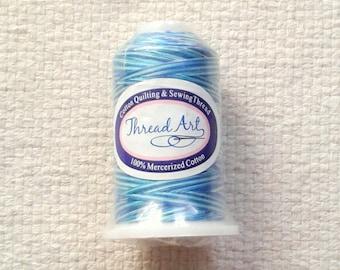 VENTE - fil à coudre de coton panaché bleu - 650 Yds par bobine 04/18