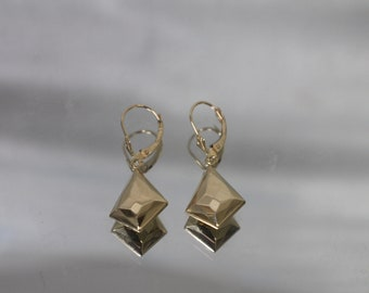 14k - Vintage Diamond/ Kite Shaped Faceted Dangle Earrings in Yellow Gold