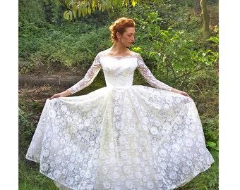 Vintage 1950's Romantic Lace Wedding Dress