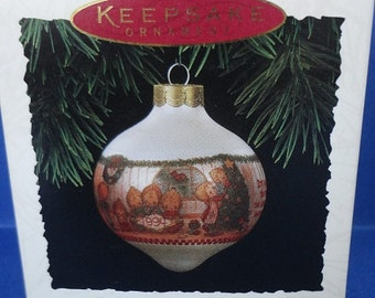 1994 Betsey's Country Christmas Hallmark Retired Series Ornament