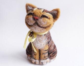 Neelde felted smiling cat