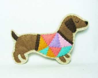 Conceited Dachshund Felt Brooch / Contemporary Sausage Dog Wearing a Funky T-Shirt / Felt Dog Pin / Felt Pet Brooch - made to order