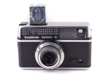 Voigtländer Bessy S Instamatic Camera met Voigtar 44mm f/8 Lens c. 1966