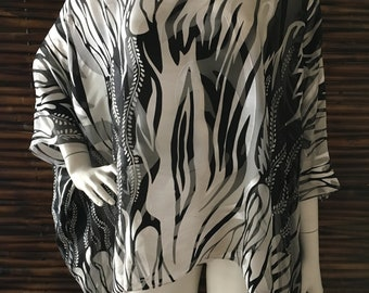 Caftan Top/White and Black Abstract Flame Print Silk Jacquard