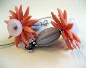 Orange Crush boucles d'oreilles, dangle perle vintage boucles d'oreilles, fleur acrylique,