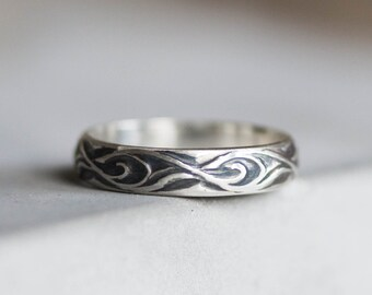 Floral ring - Heavy patterned ring in Sterling silver, oxidized