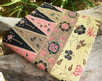 Malaysian / Indonesian batik sarong 100% cotton, yellowy beige with pink floral design and unique panel