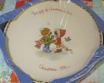 Adorable Unopened Vintage 1974 Plate from Gigi and WWA