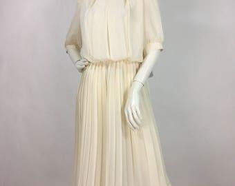 1940s cream midi dress/off white pleated midi dress