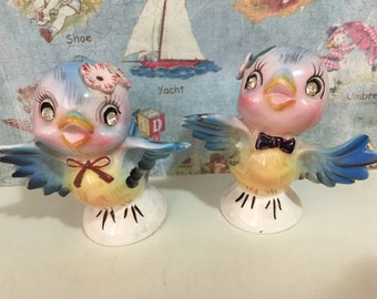 FREE WORLDWIDE SHIPPING Vintage Lovebirds Bluebirds Salt and Pepper Shakers Antique Collectibles or Cake Toppers