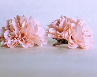 Silk double cream daisies on alligator clip // pin up // retro hair clip