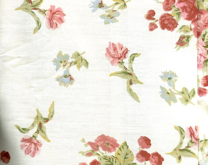 Spring blooms, flower printed fabric.Sold by 9 multiple lengths) #258
