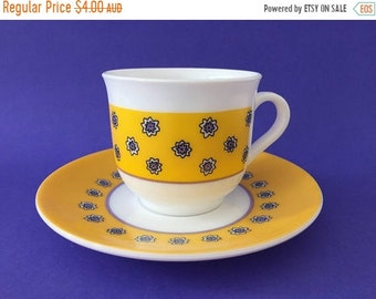 ON SALE Vintage Arcopal France - Cup & Saucer - Sunshine Daisies pattern