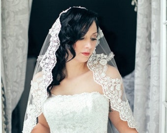 Lace veil Mantilla, Spanish bridal veil, Wedding veil with beaded lace , Catholic lace veil in fingertip length, Silver or gold on Ivory