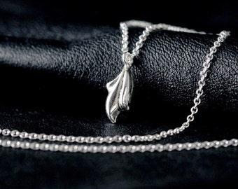 fleur de lis necklace, collier en argent sterling minuscule, collier fin, délicat collier, collier simple, collier tous les jours