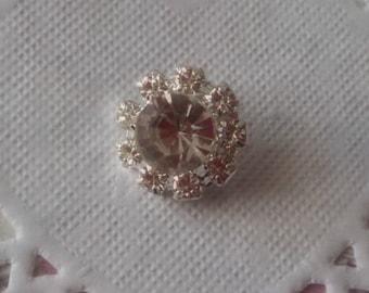 Button round glass rhinestones in silver metal shank 1.50 cm in diameter.