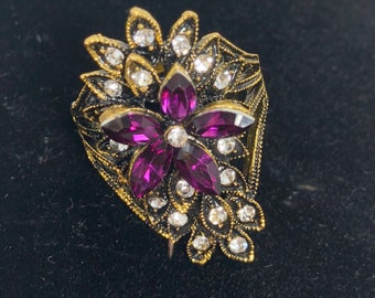 Vintage statement ring  goldtone with multicolored rhinestones