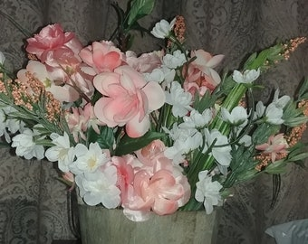 Beautiful floral arrangement for spring / summer