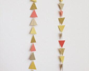 Guirlande de corail Triangle jaune d'or. Guirlande géométrique. Papier toile de fond. Fête tribale. Shower de bébé. Guirlande d'anniversaire. Photo Prop. Pow-Wow