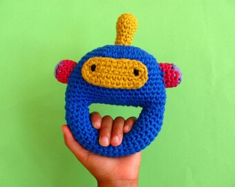 Robot baby rattle, Crochet baby rattle, baby clutch toy, baby rattle