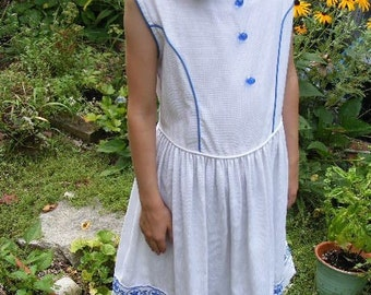 Vintage Childs Sleeveless White Dress With Blue Embroidery and Buttons Girls 6-7
