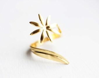 Daisy Swirl Ring, Daisy Ring, Swirl Ring, Gold Swirl Ring, Gold Twist Ring, Flower Ring