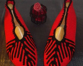 Tunisian crochet 38/40 red and black slippers