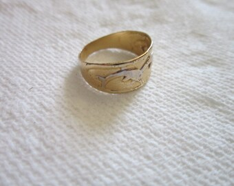 Ring Dolphin Gold Tone Band Ring Vintage