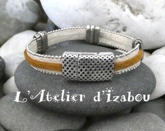 Bracelet amérindien daim beige bordé chaine boule, daim ocre jaune et passants martelés