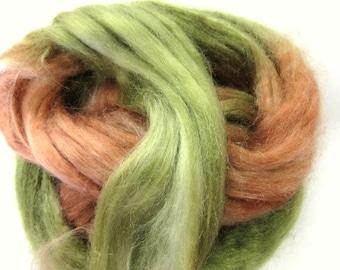 Tussah Seide Kammzug zum Spinnen, Filzen Seide, Papier machen. Grün und braun - Australien