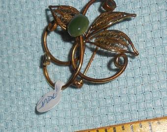 Vintage Brooch Pin w Jade Green Stone