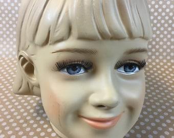 Mannequin Head Girl
