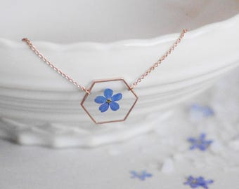 Myosotis Hexagone necklace Veritable Forget me nots Crewneck necklace Geometrical pendant Resin pendant Pressed blue flower Hexagon pendant