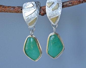 Chrysopras-Ohrringe in Silber und Gold, Apfel grün Stein Statement Ohrringe auf Post, gemischt Metall Ohrringe, Geschenk für Sie