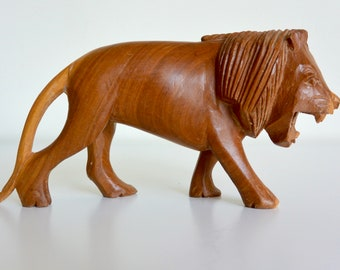 Incredible Carved Wooden Lion Figurine / Statue