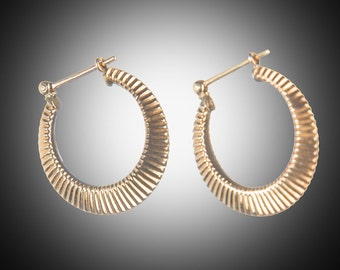 14k yellow gold hoop earrings ribbed decoration