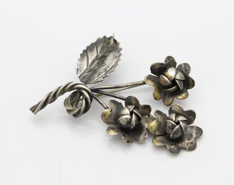 Vintage Sterling Silver Flower Bouquet Spray Brooch Hand Made Arts and Crafts. [3950]