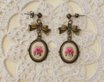 VP7 Vintage pansy earrings