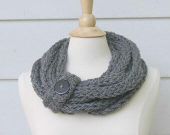 Gray knit infinity scarf, gray chunky knit scarf, chunky knit circle scarf, knit chain scarf, knit chunky scarf, chain knit scarf