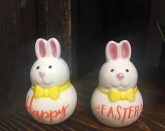 Happy Easter salt and Pepper Couple