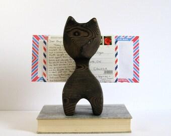 Vintage Carved Wood Cat Figurine - Letter Holder - Napkin Holder - Cedar Wood Carving - Cat Sculpture - Pyrography Art - Office Desk Decor