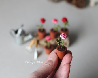 One miniature crochet rose choose the color red pink dollhouse miniature potted flowers plants collectable mini home decor tiny amigurumi