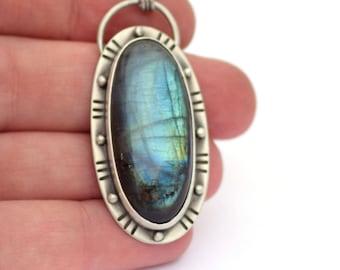 Collier labradorite, oxydé collier en argent, inspiré par l'espace, Orbital collier, bijoux contemporains, Artisan forgeron