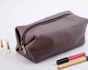 Bridesmaid leather make up bag | personalized leather | cosmetic bag personalized | bridesmaid makeup bag | leather toiletry bag